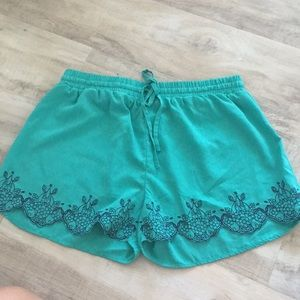 Flower embroidery shorts
